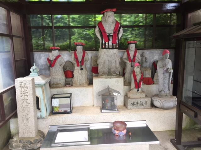弘法大師?の石像